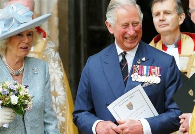 فرزندان ملکه انگلیس او را به دردسر انداختهاند