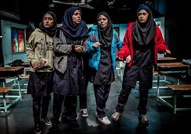 نمایش متساویالساقین؛ در دنیای دختران نوجوان چه میگذرد؟