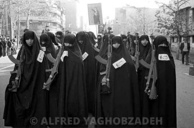 قاب تاریخ| ترانه علیدوستی و مژدهی و انتظامی و کاخ گلستان